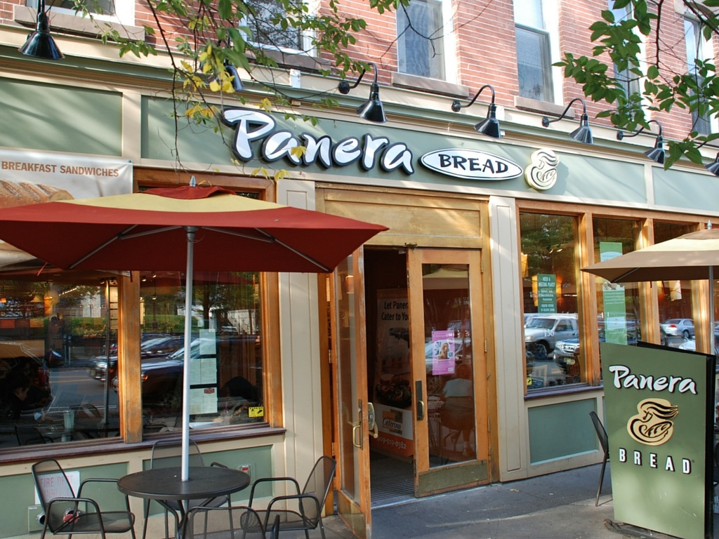 Storefront of fast casual restaurant Panera Bread